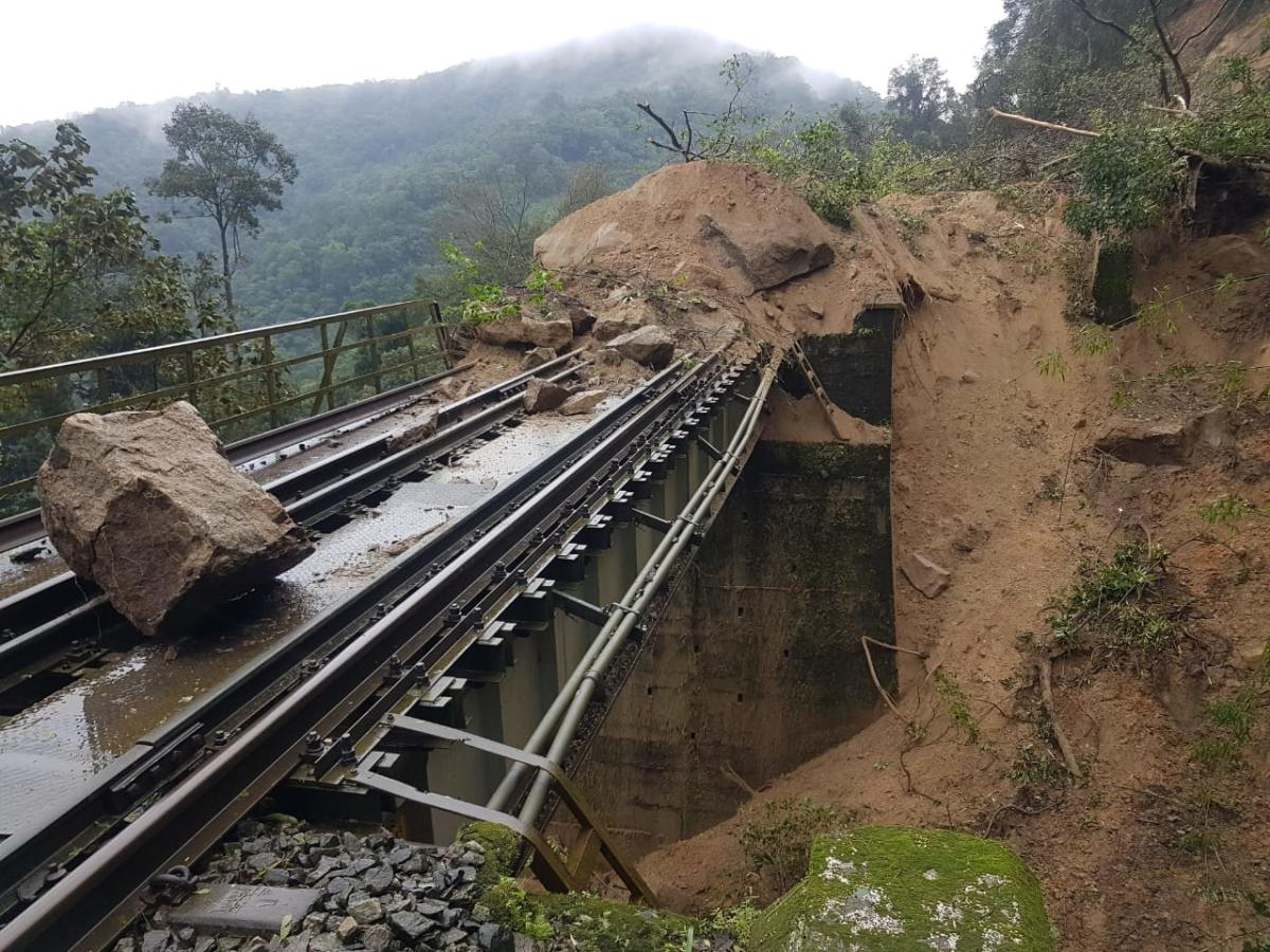 A boulder has fallen on the track near Yedakumeri railway station near Sakleshpur. (DH Photo)