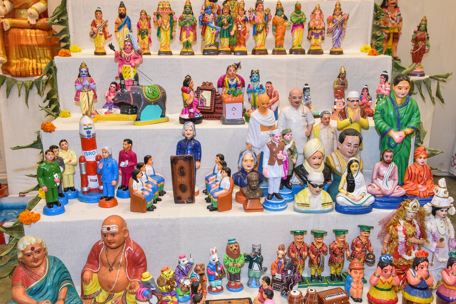 The display which has 2,000 dolls includes figurines of politicians and leaders. DH PHOTOS BY S K DINESH