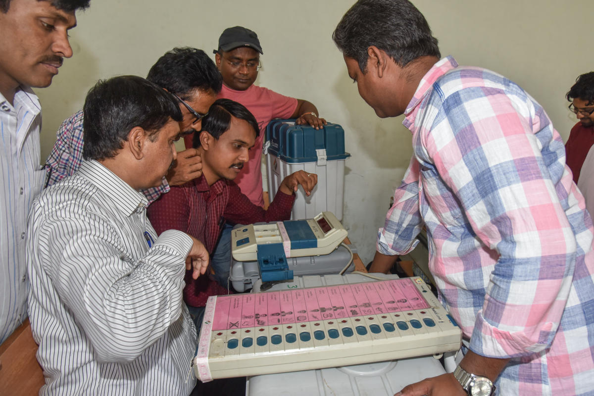 Election officials checking EVM, VVPAT before reach polling stations, for South Division constituency assembly election at The National College, Jayanagar in Bengaluru. DH file photo for representation.