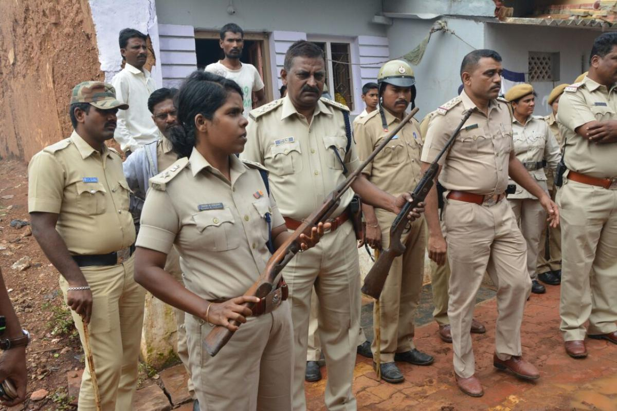 DCP Renuka Sukumar and her team showing lethal weapons seized from raids on rowdies' houses, in Hubballi-Dharwad, on Monday. DH photo.