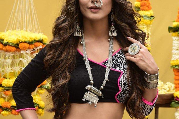 Hina Khan will be playing the negative role of Komolika Chaubey. Image via Twitter