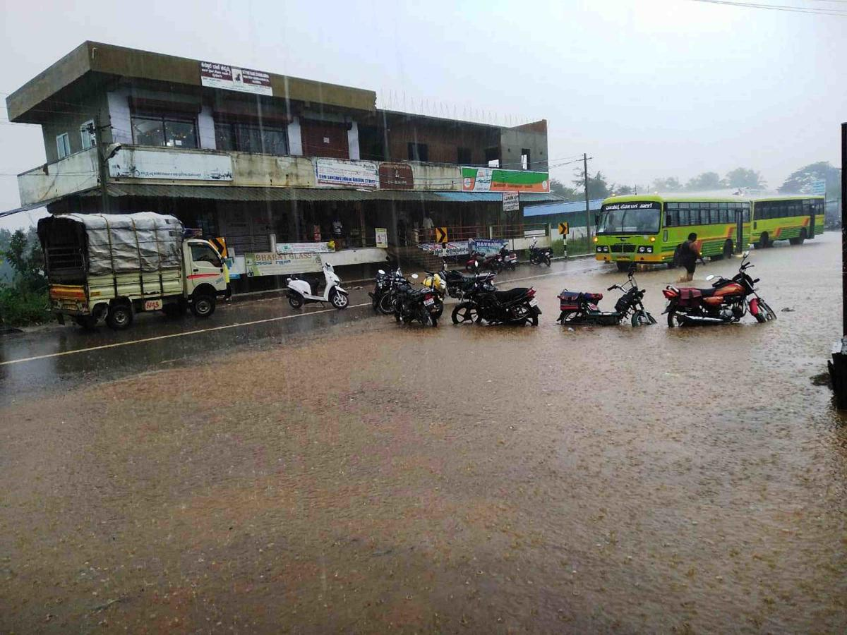 A stretch of Sirsi-Molakalmuru highway was submerged affecting vehicular movement at Akkialur in Haveri district. DH Photo