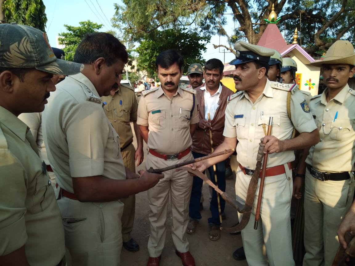 Hubballi-Dharwad police conducted raids and seized arms, on Tuesday. DH photo.