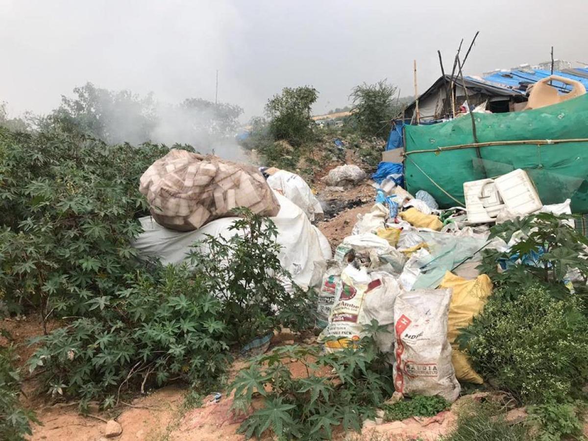 Smoke emanating from a burning garbage pile in Mahadevapura. dh photo