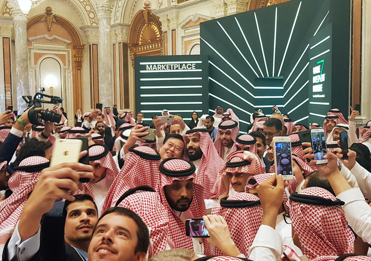 Saudi Arabia's Crown Prince Mohammed bin Salman poses for a selfie during the Future Investment Conference in Riyadh, Saudi Arabia. October 23, 2018. REUTERS/Stephen Kalin TPX IMAGES OF THE DAY