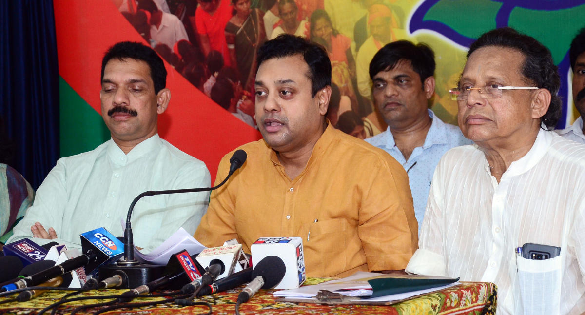 BJP national spokesperson Sambit Patra addresses reporters at the district BJP office in Mangaluru on Thursday. MP Nalin Kumar Kateel and BJP state committee co-spokesperson Anwar Manippadi look on.