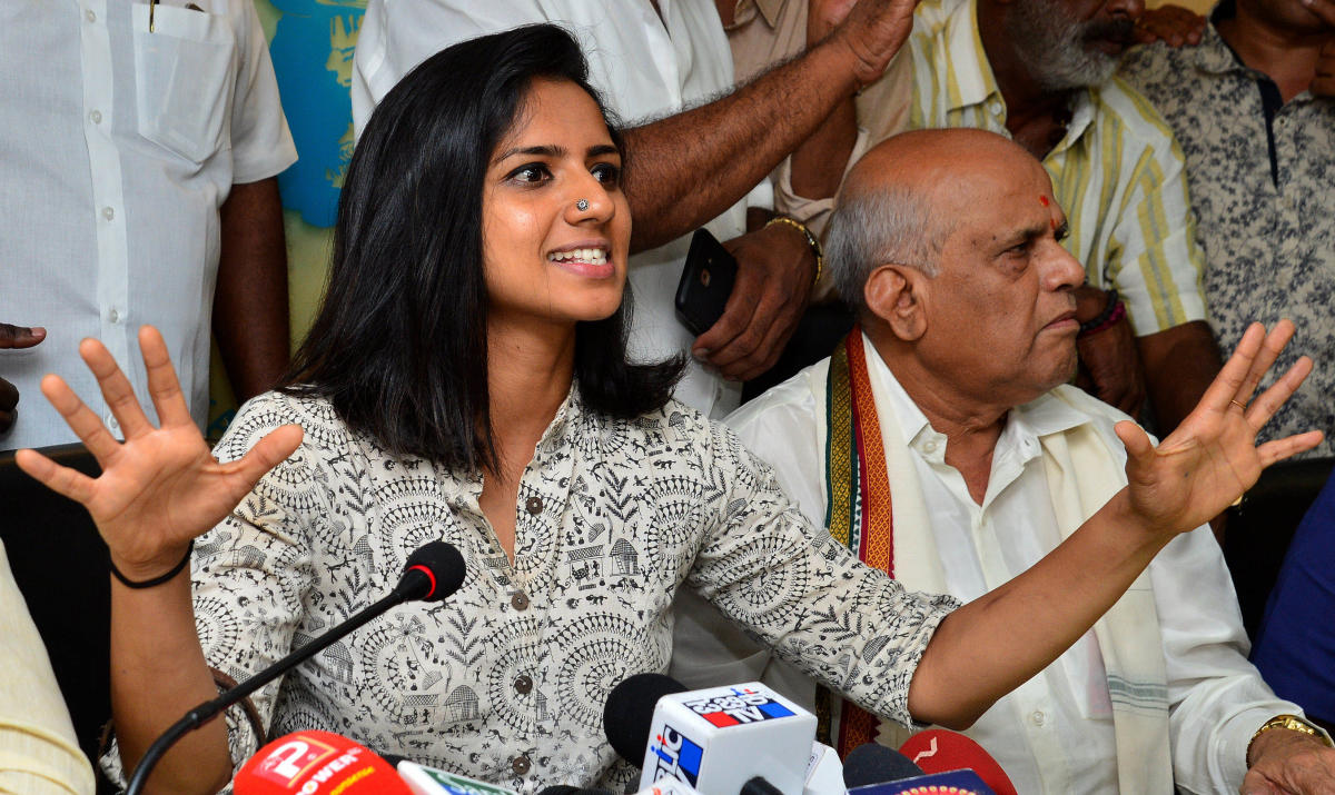Actor Sruthi Hariharan was called for a mediation at the Karnataka Film Chambers of Commerce on Thursday. KFCC chairman S A Chinne Gowda is also seen. DH photo/Ranju P