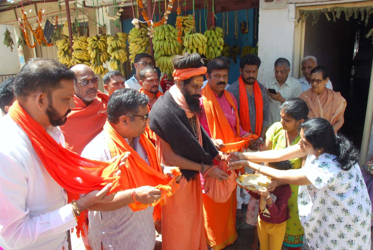 Dattamaladharis collect alms from households in Chikkamagaluru on Saturday.