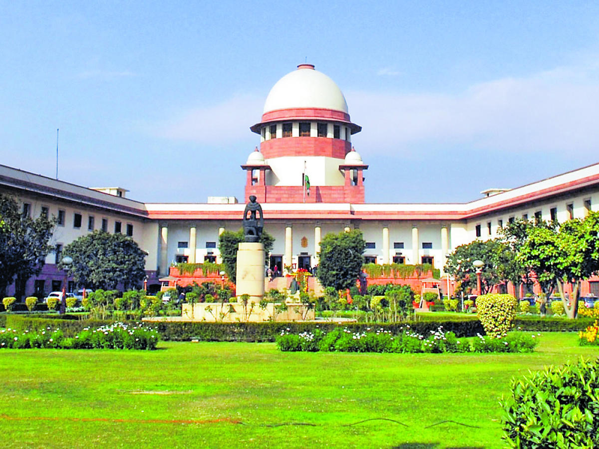 A bench headed by Chief Justice Ranjan Gogoi stayed the Bombay High Court order, which had set aside the lower court's verdict allowing extension of time to the police to file the probe report against the rights activists arrested in the case. (DH File Ph