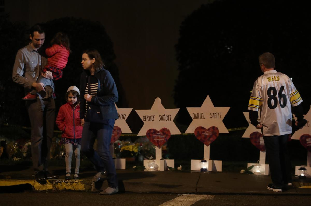 Mourners visit a makeshift memorial outside the Tree of Life synagogue, a day after 11 Jewish worshippers were shot dead in Pittsburgh, Pennsylvania, U.S., October 28, 2018. (Reuters Photo)
