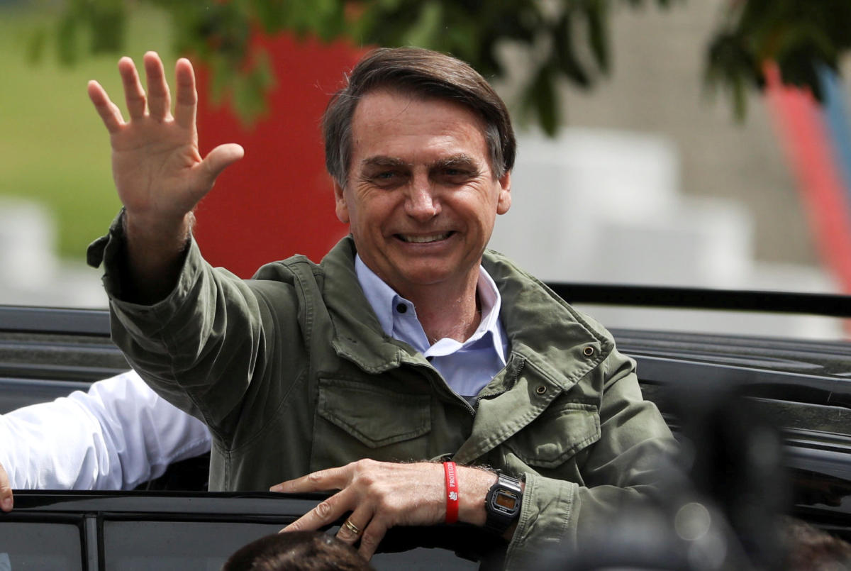 Jair Bolsonaro, far-right lawmaker and presidential candidate of the Social Liberal Party (PSL), gestures at a polling station in Rio de Janeiro, Brazil October 28, 2018. (REUTERS Photo)