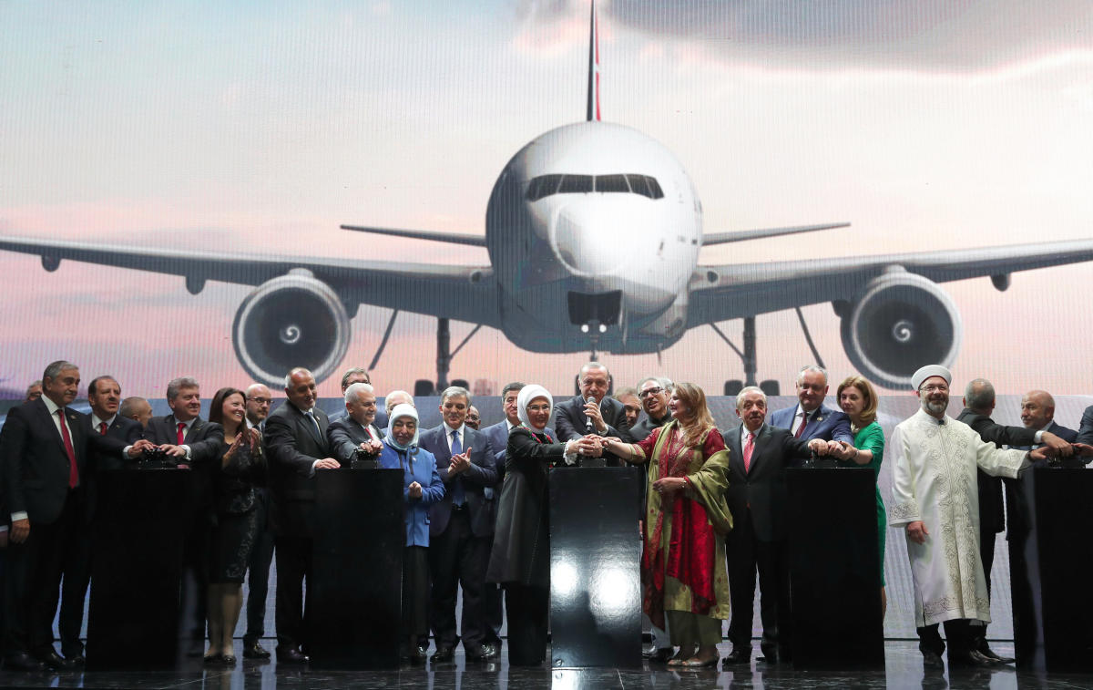 Turkish President Tayyip Erdogan and participants perform a virtual plane take off during the official opening ceremony of Istanbul's new airport, in Istanbul, Turkey October 29, 2018. (Kayhan Ozer/Presidential Press Office/Handout via REUTERS)