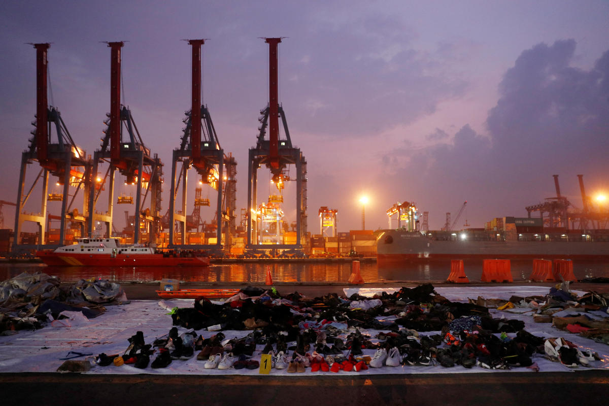 Recovered belongings believed to be from the crashed Lion Air flight JT610 are laid out at Tanjung Priok port in Jakarta, Indonesia, November 1, 2018. (Reuters Photo)