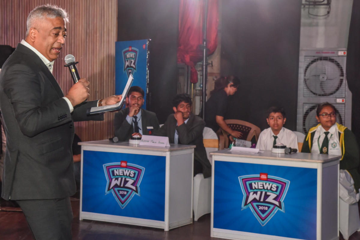 Rajdeep Sardesai, Quiz Master conducting New Quiz for students, Wild Card Entry to News Wiz-2018 at JSS Auditorium in Bengaluru on Wednesday. file Photo by S K Dinesh