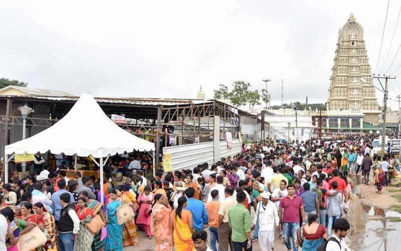 The proposal to ban entry of private vehicles from 10 pm to 5 am atop the Chamundi Hill has not been implemented even though months have passed after erecting the security gates at its foot to avoid illegal activities. DH file photo