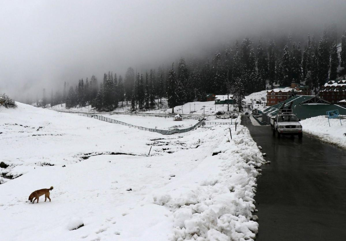 The ski resort of Gulmarg in north Kashmir was the coldest recorded place in Kashmir as the night temperature there dropped to minus 5 degrees Celsius. (DH Photo)