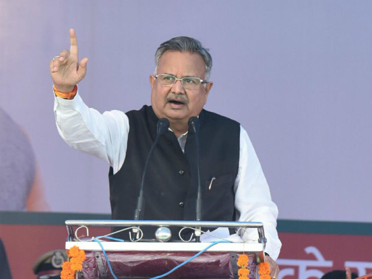 Chhattisgarh Chief Minister Raman Singh addressing an election meeting at Bilaigarh.