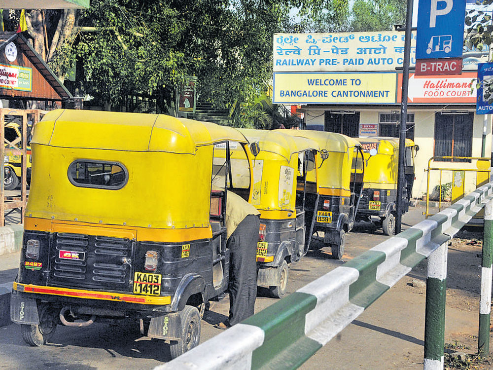 Two-stroke auto rickshaws are likely to continue to ply in the city even as efforts to phase them out fail with drivers contesting their 'polluter' tag. These vehicles are considered to be 10 times more hazardous to the environment than four-stroke engines. DH file photo