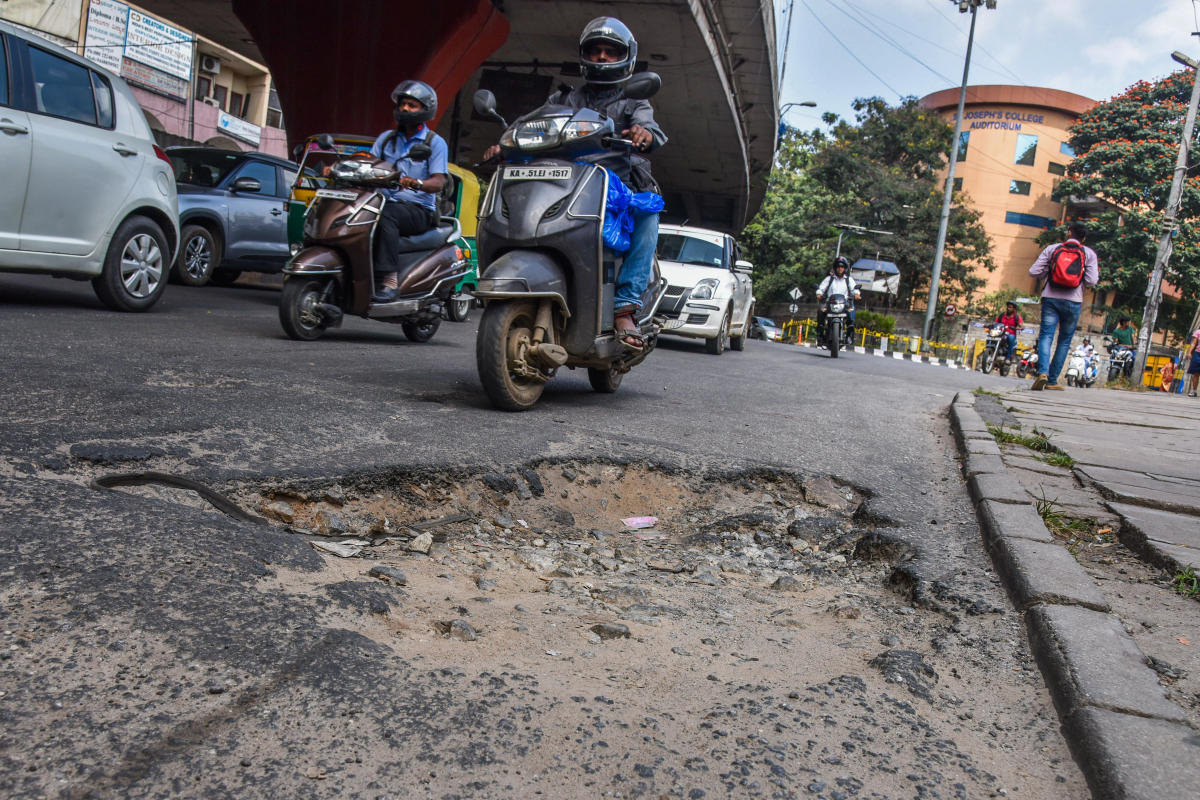 BBMP has not filled most of the potholes in the city, despite High Court dead line set on 31st October, Pothole seen at KH Road (Dabble Road) and Lalbagh road junction in Bengaluru on Wednesday. Photo by S K Dinesh