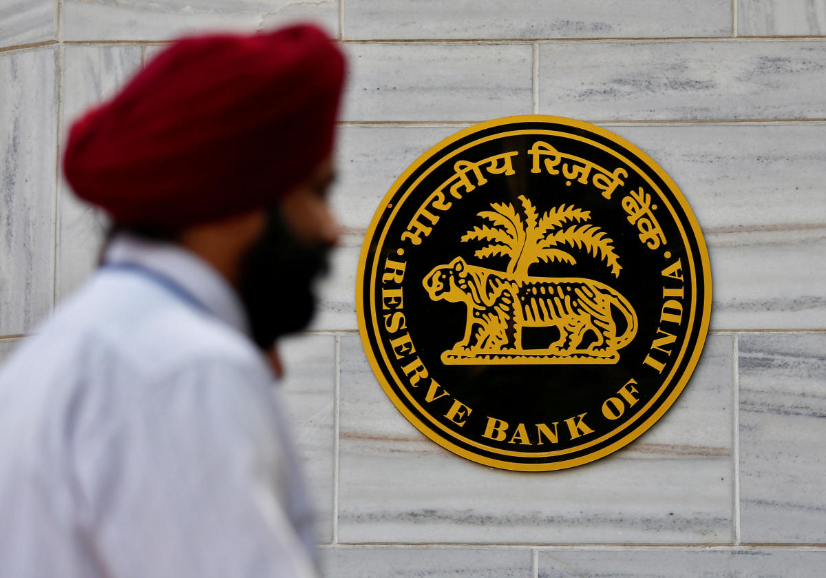 People walk past the Reserve Bank of India (RBI) head office in Mumbai. REUTERS