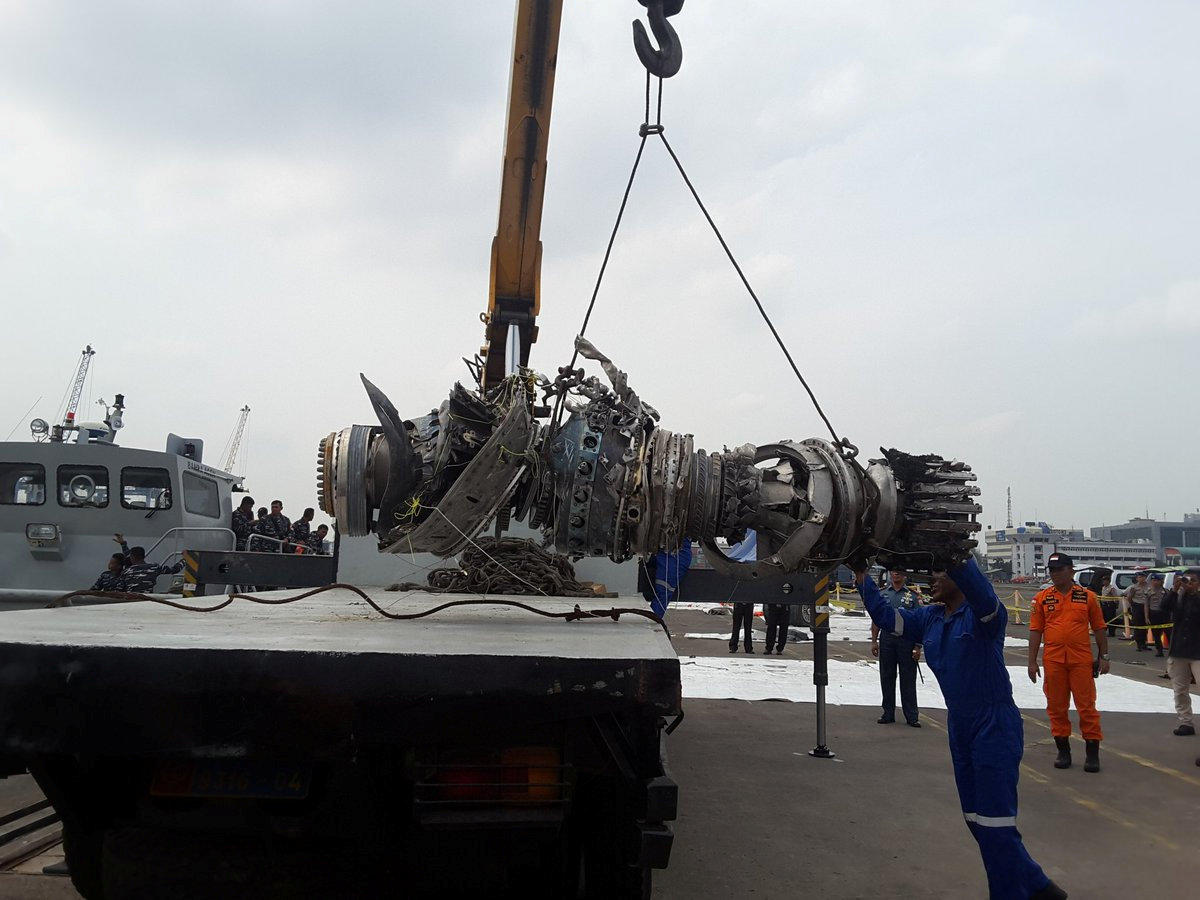 An engine turbine from Lion Air flight JT610 aeroplane is hoisted onto a trailer in Jakarta, Indonesia. (Reuters Photo)