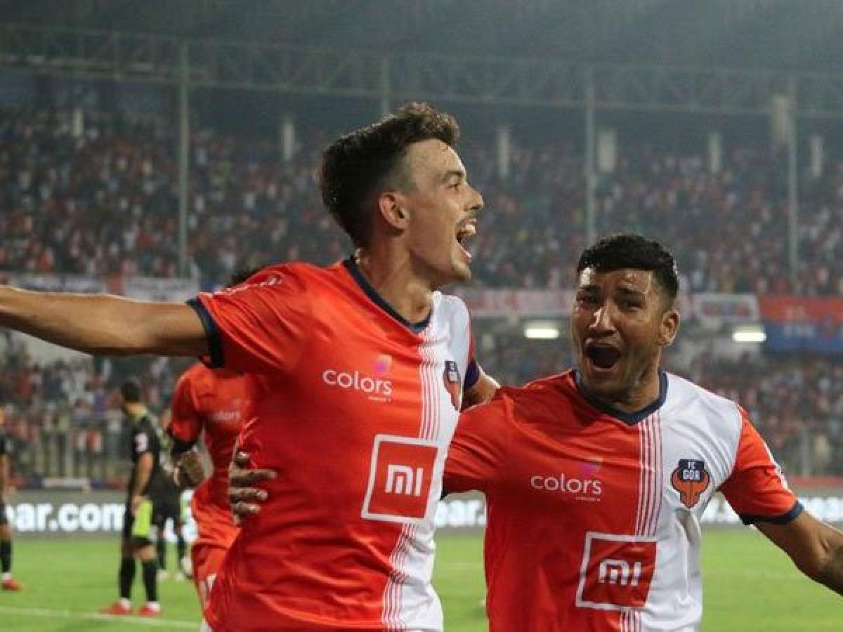 Hugo Boumous (left) of FC Goa celebrates after scoring the winner against Delhi Dynamos. TWITTER