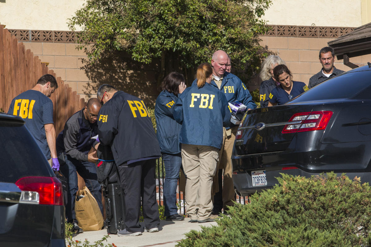 FBI agents collect evidence at the home of suspected nightclub shooter Ian David Long, in Thousand Oaks in California. AFP photo