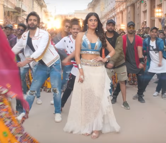 Actor Jackky Bhagnani does the floss dance step in the song 'Kamariya' from the movie 'Mitron'.