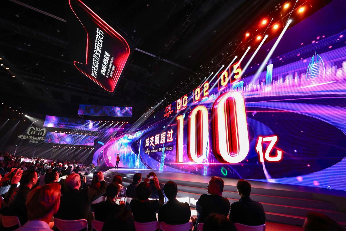 A screen shows the gross merchandise volume, a measure of sales, after 2 seconds of Singles Day sales, as it reaches about 1,437,752,505 USD during the 2018 Tmall 11:11 Global Shopping Festival gala in Shanghai. AFP photo