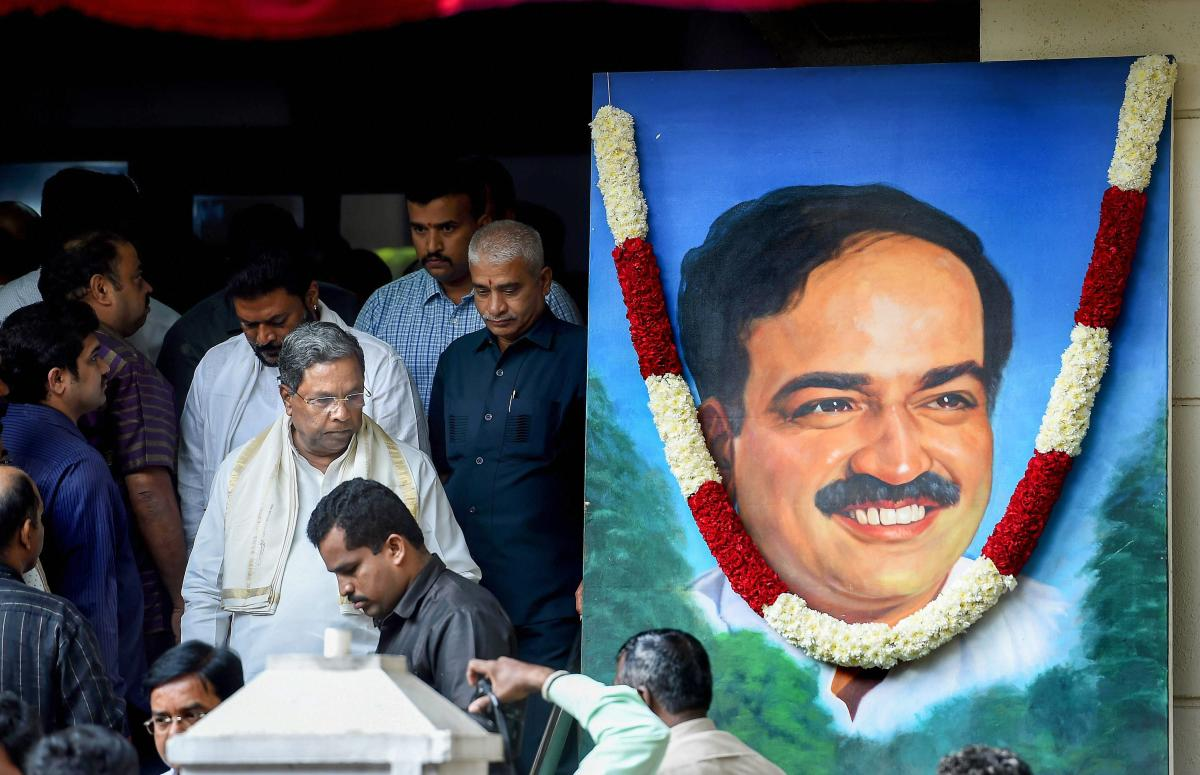 Former Chief Minister Siddaramaiah comes out after paying his last respects to Union Parliamentary Affairs Minister Ananth Kumar in Bengaluru on Monday. (PTI)