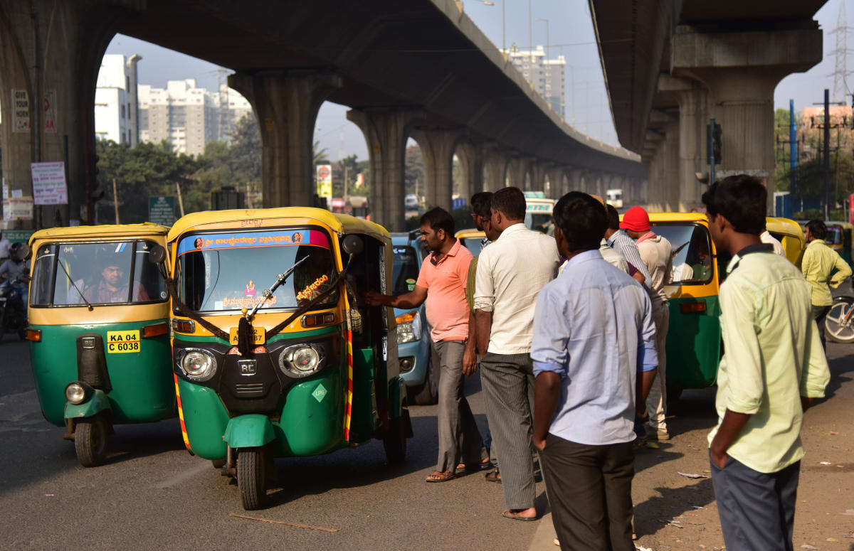 Many auto drivers feel higher fares would only passengers towards Ola and Uber. DH FILE PHOTO