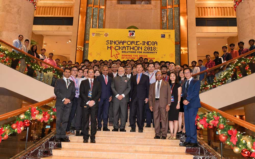 Prime Minister Modi presented the awards to the winning teams at an awards ceremony which was also attended by Education Minister of Singapore Ong Ye Kung. (Image source: Twitter/narendramodi)