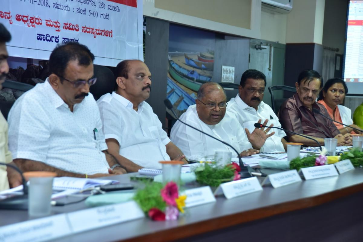 K C Kondaiah of Government Assurances Committee interacts with therelatives of Endosulfan victims and other stakeholders during a meeting held at the office of the deputy commissioner in Mangaluru on Wednesday.