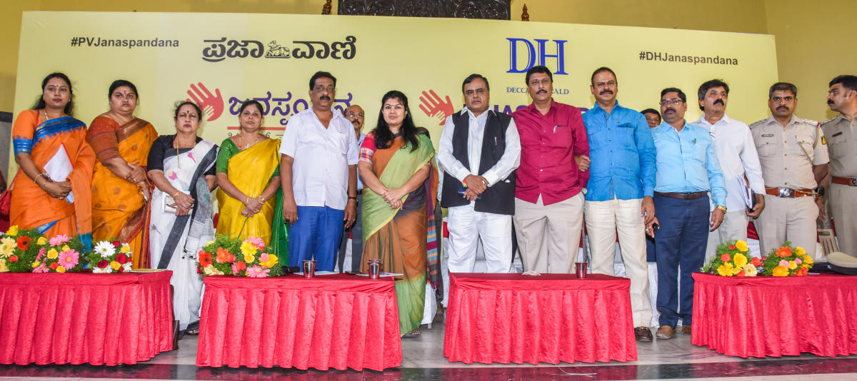 Jayanagar MLA Sowmya Reddy speaks at Janaspandana-Citizens For Change, a civic grievance redress event organised by DH and Prajavani on Saturday.Seen are corporators (from left) M Malathi (Shakambari Nagar), Deepika L Manjunatha (Sarakki), K N Lakshmi Nat