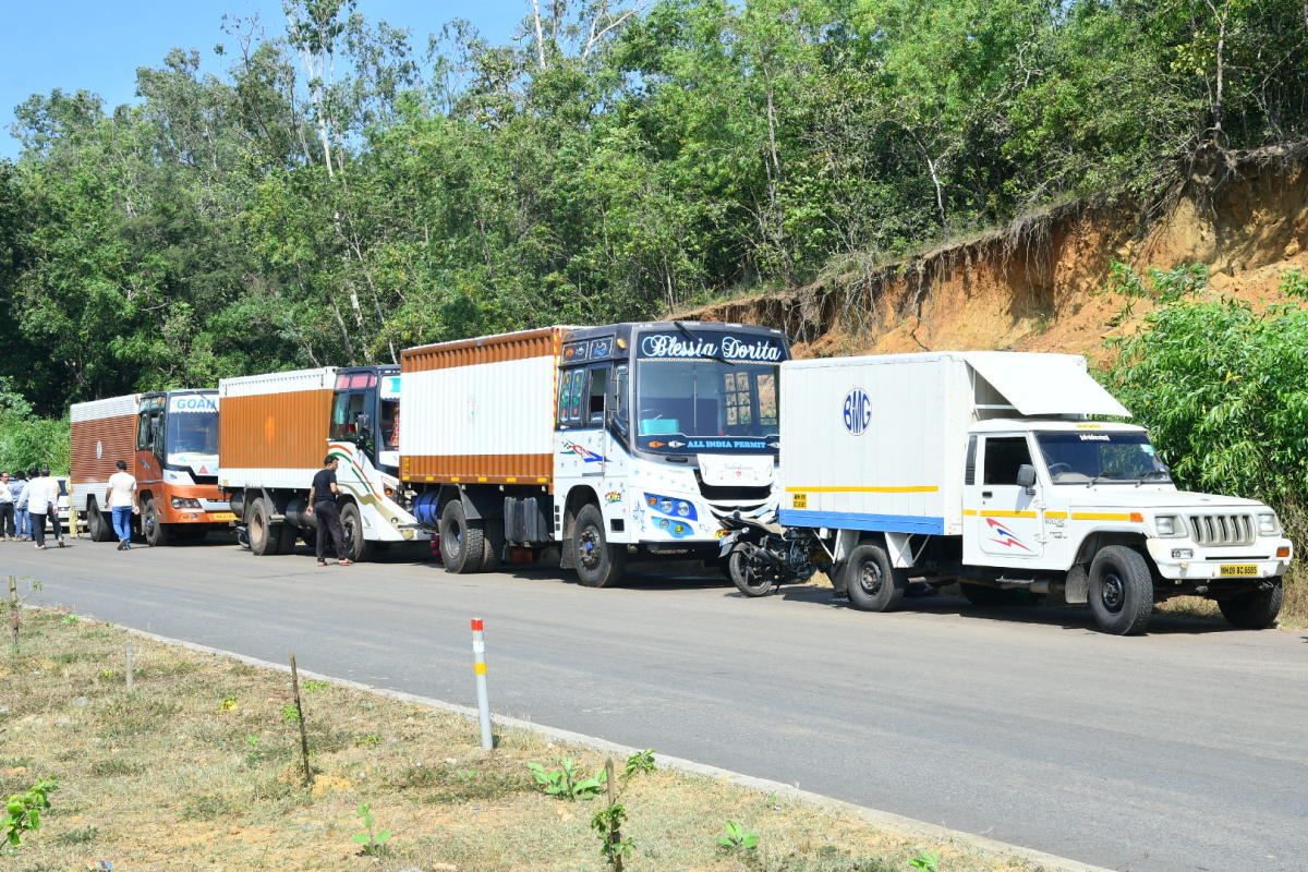 Grinding halt: Containers transporting fish from Goa were stopped on NH-66 in Karwar on Saturday. dh photo