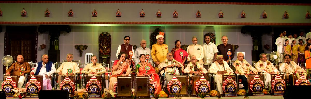 Alva's Nudisiri Working President Dr M Mohan Alva with the recipients of the Nudisiri 2018 awards at Ratnakaravarni Vedike in Santha Shishunala Sharifa Hall, Vidyagiri, in Moodbidri on Sunday. DH photo/Govindraj Javali