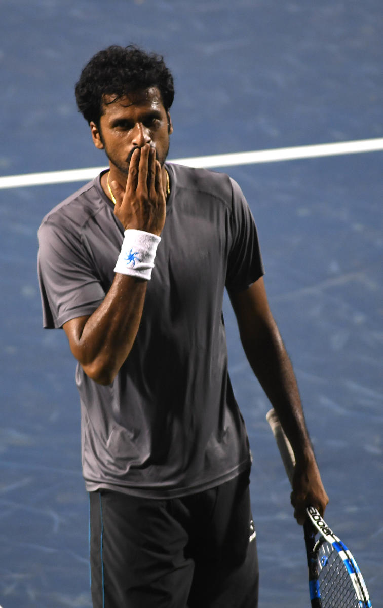 RELIEVED MAN India's Saketh Myneni blows kisses to the fans after beatingAleksandr Nedovyesov in the semifinals of Bengaluru Open on Friday. DH Photo/ Srikanta Sharma R