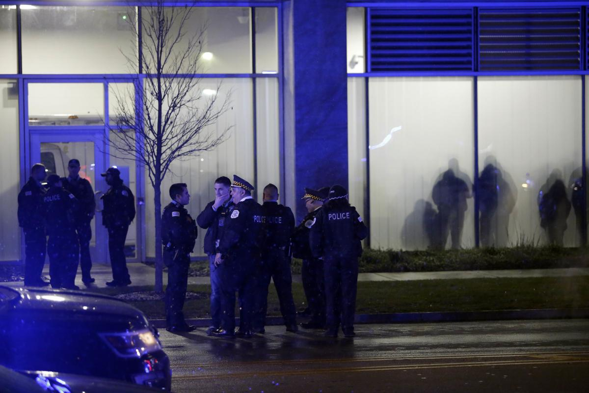 Chicago police officers stand outside the University of Chicago Hospital after Chicago police officer Samuel Jimenez was killed by a gunman in the line of duty November 19, 2018 in Chicago, Illinois. Three people including Chicago police officer Jimenez w