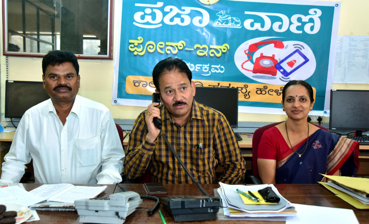 Fisheries department Joint Director Ramacharya receives a call during a phone in programme organised by DH-PV, at DH-PV editorial office in Balmatta, Mangaluru on Tuesday. Deputy Director Chikkaveera Nayak and Assistant Director Sushmitha look on.