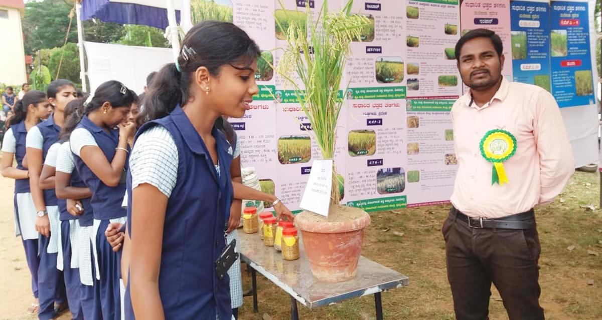 Government PU College students watch an exhibition at a Krishi Kshethrotsava held at Forestry College at Ponnampet.