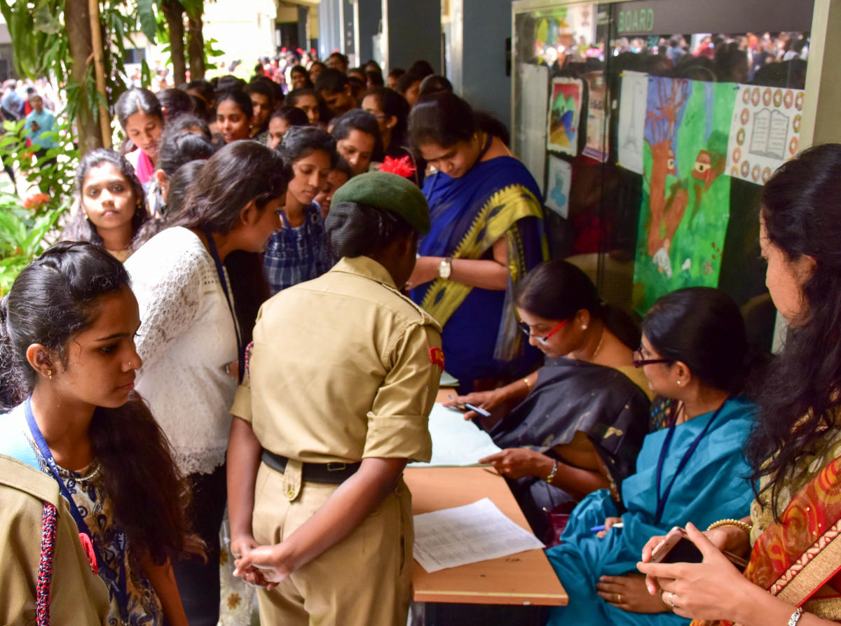 Beginning from today, the special campaign, aimed to get huge voter enrollment, will be held until November 25, across all polling stations in the city. DH File Photo/ representation only