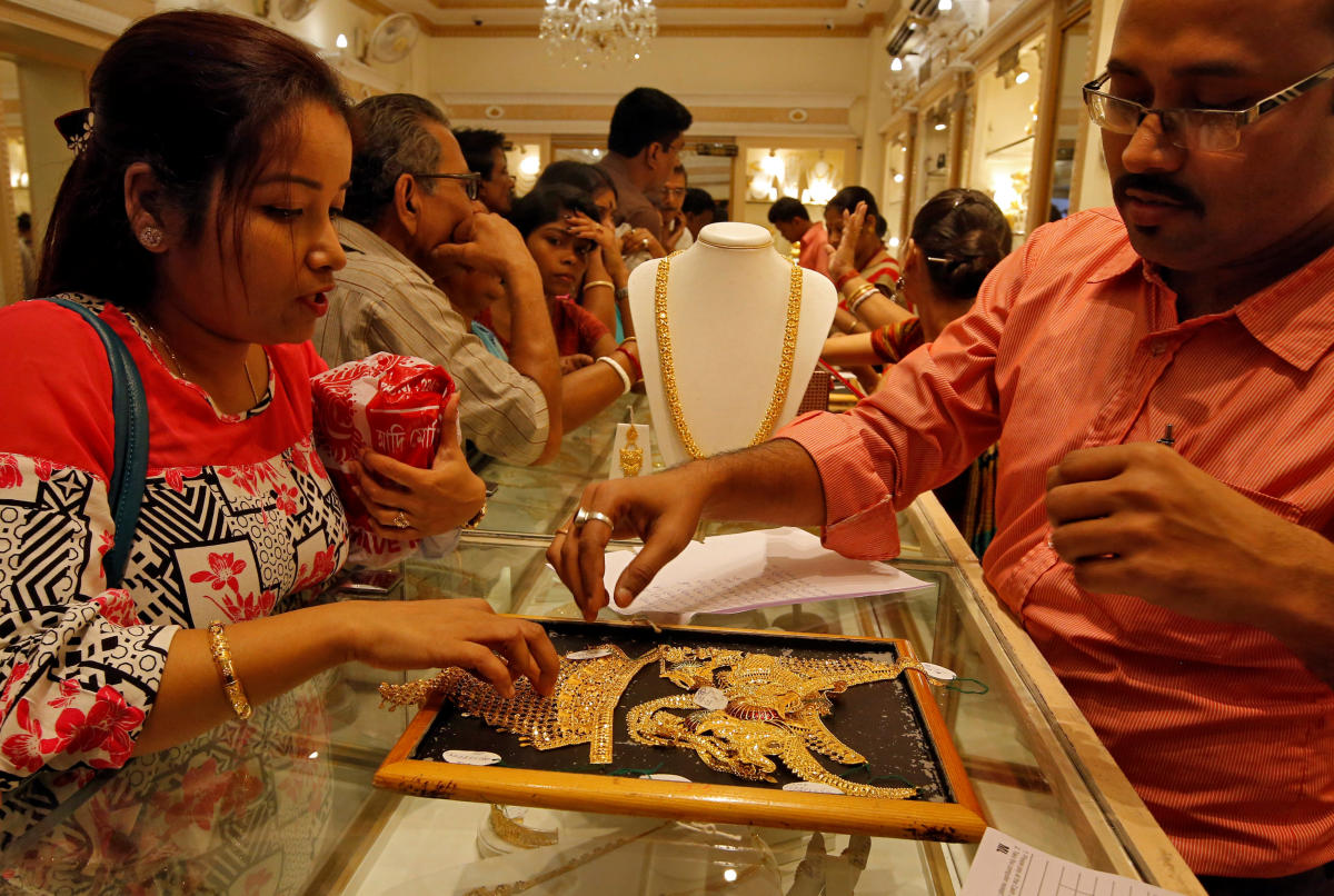 Market analysts said tepid demand from local jewellers and retailers at the domestic spot market weighed on the yellow metal prices. Reuters File Photo