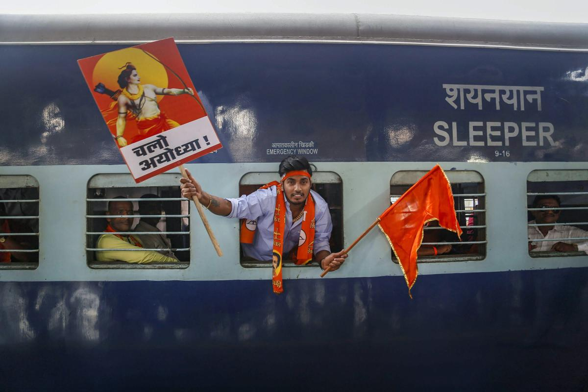 Shiv Sena banners and posters are visible everywhere in Ayodhya and groups of party workers could be seen roaming in the narrow and cramped lanes of the temple town chanting slogans like 'Jai Shriram' and 'Pahle Mandi phir Sarkar' (temple first, governmen