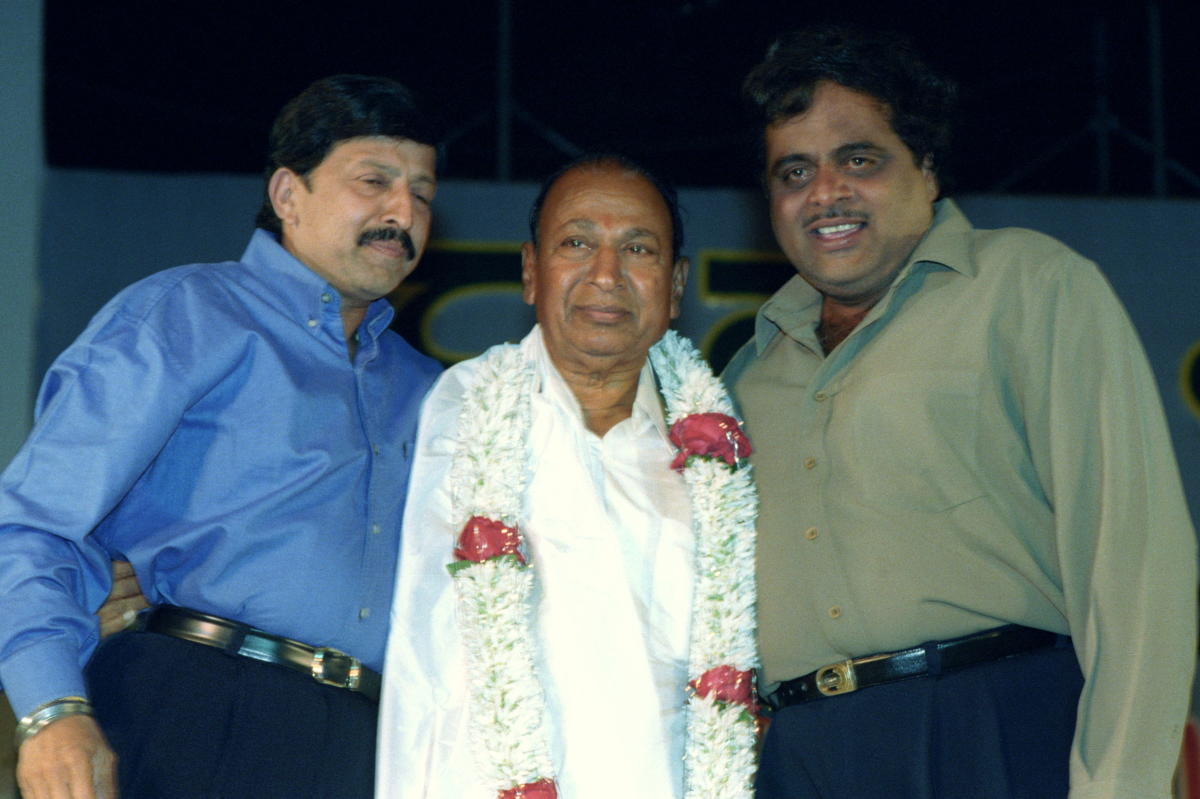 BIG THREE: Close friends Ambareesh and Vishnuvardhan greet Kannada thespian Rajkumar at an event in December 2000. DH File Photo