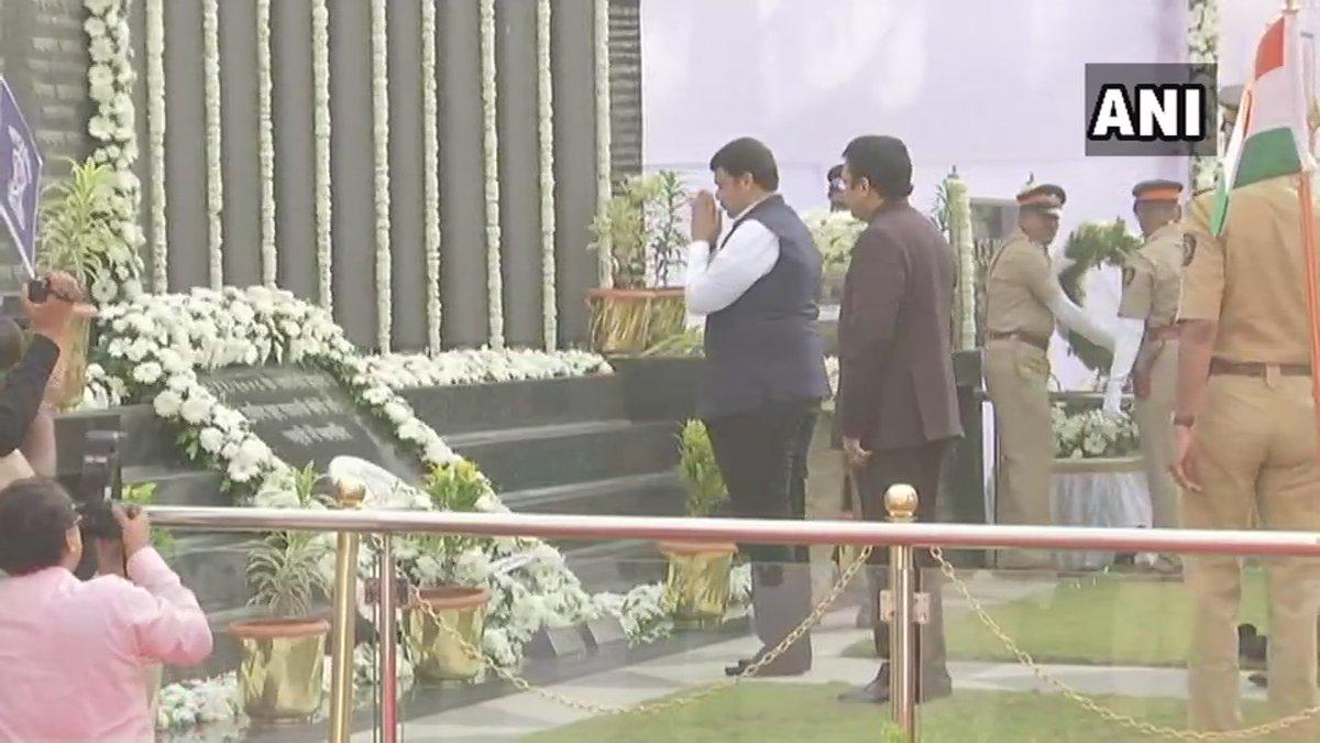 Maharashtra CM Devendra Fadnavis pays tribute to Mumbai terror attack victims. (ANI Photo)