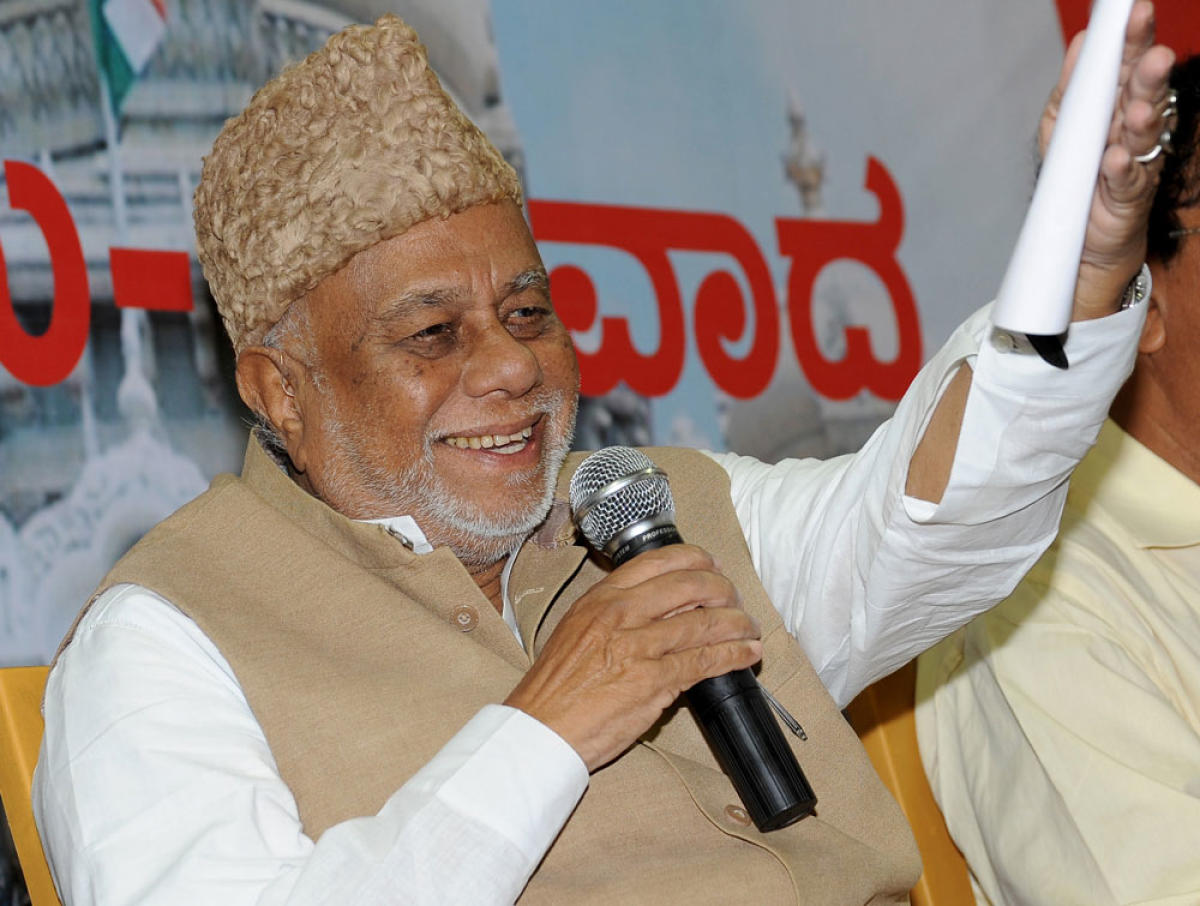 Former Union minister C K Jaffer Sharief, 85, died at a private hospital here on Sunday following a cardiac arrest. DH File Photo