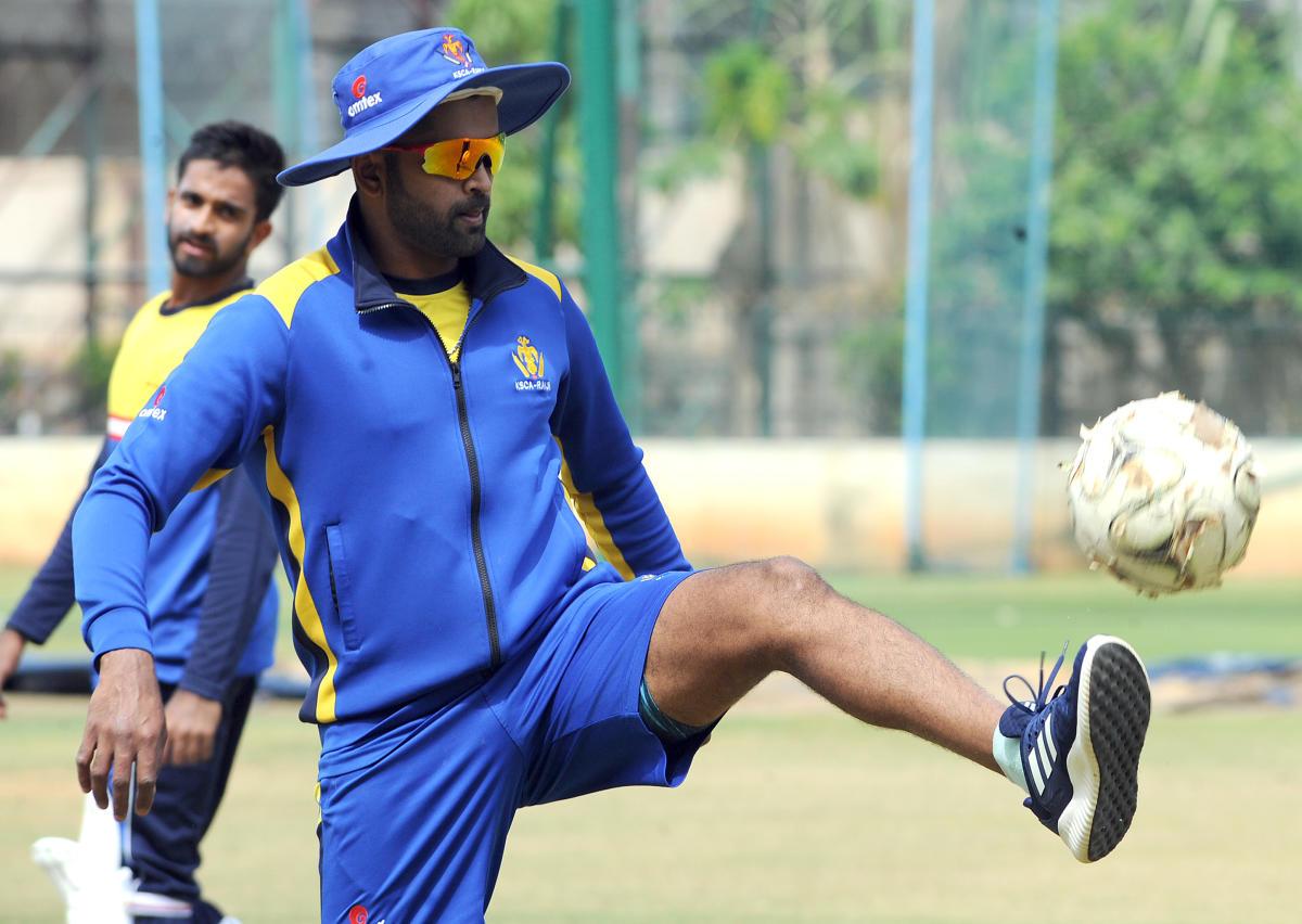 BACK IN ACTION: Karnataka skipper R Vinay Kumar will return for the game against Maharashtra in Mysuru from Wednesday. DH PHOTO