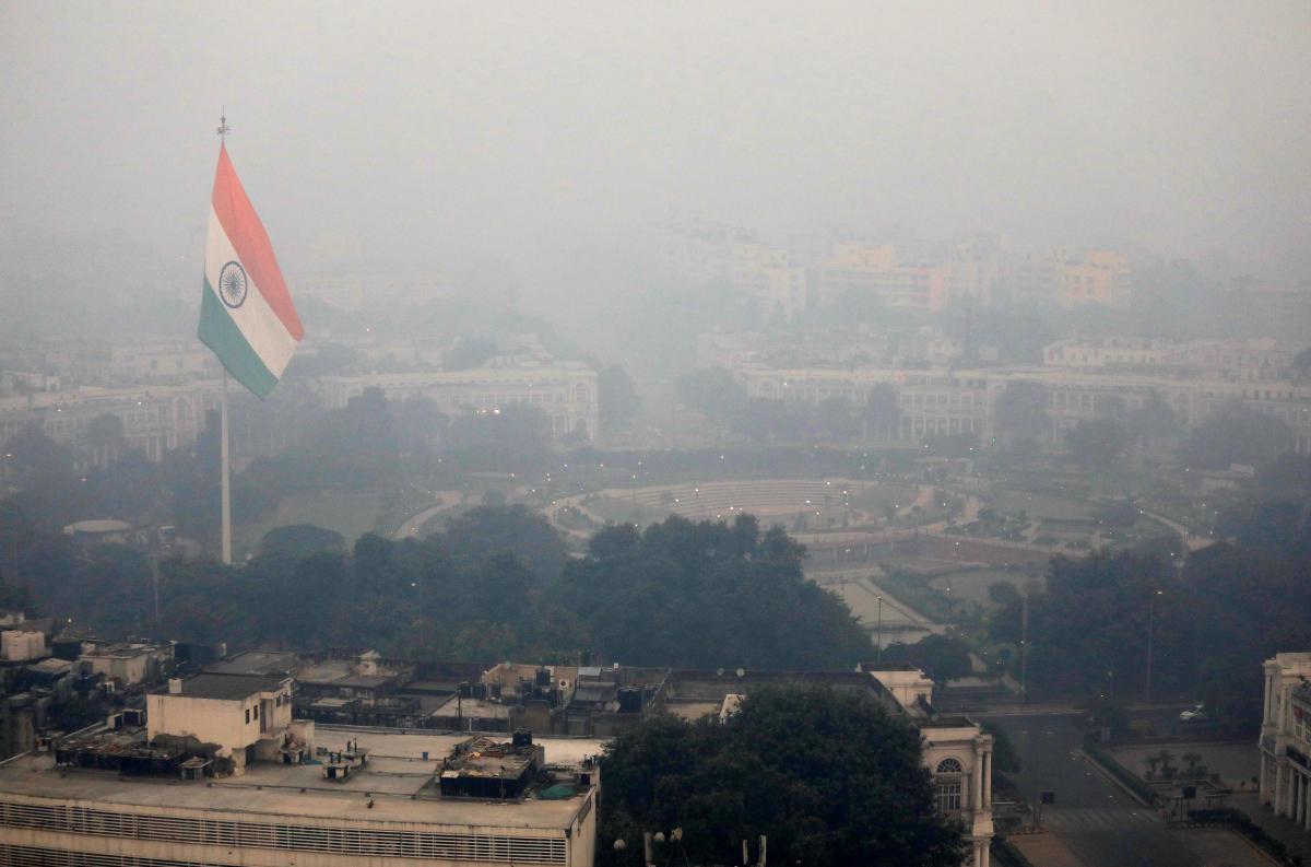 Buildings are seen shrouded in smog in New Delhi, India, November 8, 2018. REUTERS/Anushree Fadnavis