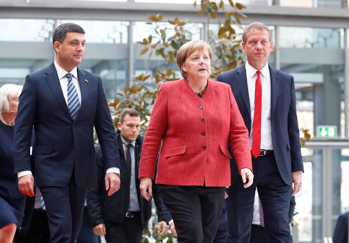 Ukrainian Prime Minister Volodymyr Groysman and German Chancellor Angela Merkel at the German-Ukrainian Business Forum conference in Berlin on November 29, 2018.Reuters