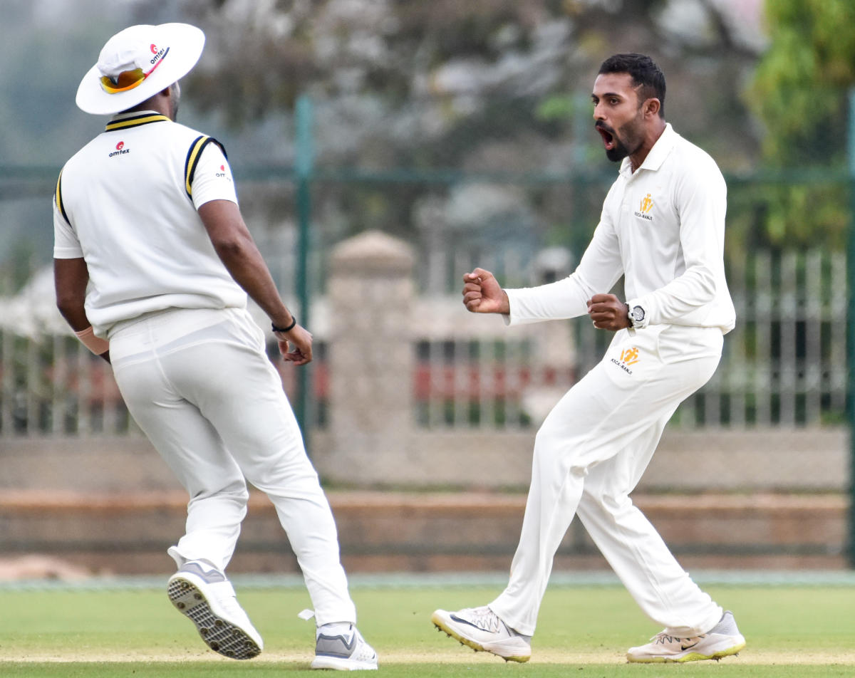 Shreyas Gopal (right) of Karnataka celebrates after dismissing C G Khurana of Maharashtra on the second day of their Ranji Trophy match in Mysuru on Thursday. DH Photo/ Savitha B R